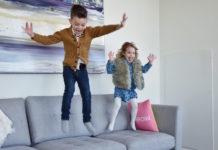收納比麻將桌還小的沙發?The Burrow Sofa 專為城市遊牧民族設計